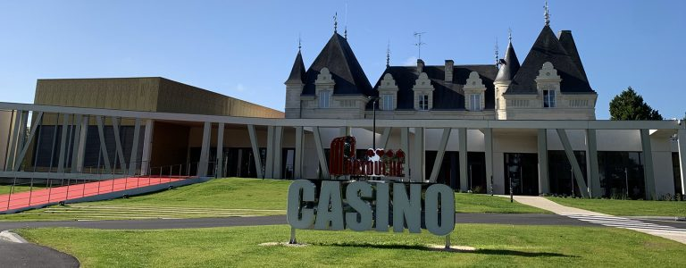 1903x656-casino_exterieur